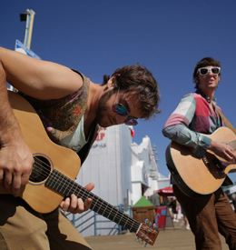 Street performers at Santa Monica Pier