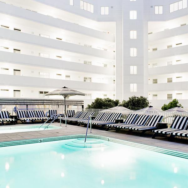 Santa Monica pool Hotel Shangri-La