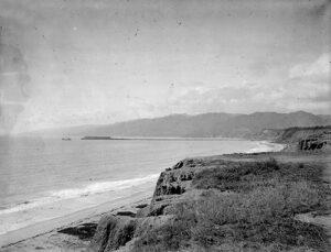 Historic photo of Palisades Park Looking North toward Long Wharf.