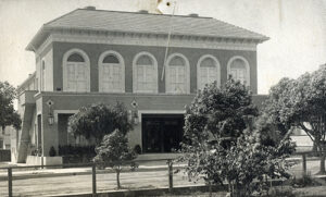 Photo of the exterior of the Santa Monica Bay Women's Club.